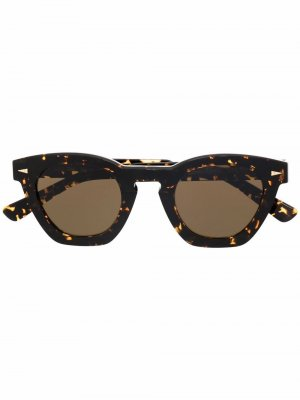 Солнцезащитные очки в оправе черепаховой расцветки Ahlem. Цвет: коричневый