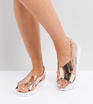 Резиновые сандалии для широкой стопы ASOS FREQUENT DESIGN. Цвет: золотой