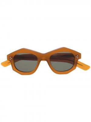 Затемненные солнцезащитные очки в геометричной оправе Lesca. Цвет: коричневый
