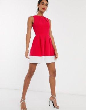 Короткое приталенное платье в стиле колор блок Closet-Розовый Closet London