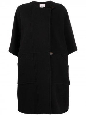 Пальто со смещенной застежкой на пуговицах Alysi. Цвет: черный