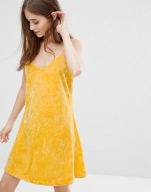 Бархатное платье-майка Weekday. Цвет: желтый