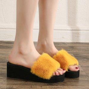 Тапочки плюшевый ремешок с открытым носком на танкетке SHEIN. Цвет: жёлтые