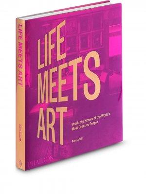 Книга Life Meets Art Phaidon Press. Цвет: фиолетовый