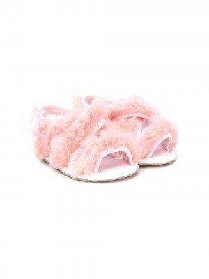 Сандалии из искусственного меха с открытым носком Aletta. Цвет: розовый