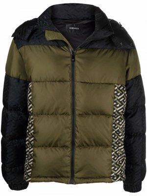 Monogram-print puffer jacket Versace. Цвет: зеленый