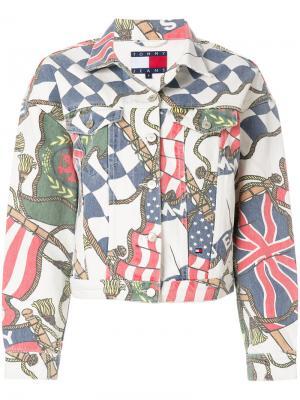 Джинсовая куртка с принтом флагов Tommy Jeans. Цвет: белый