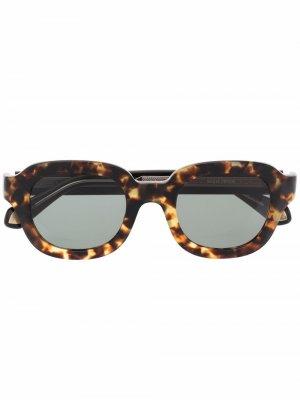 Солнцезащитные очки в квадратной оправе черепаховой расцветки Matsuda. Цвет: коричневый