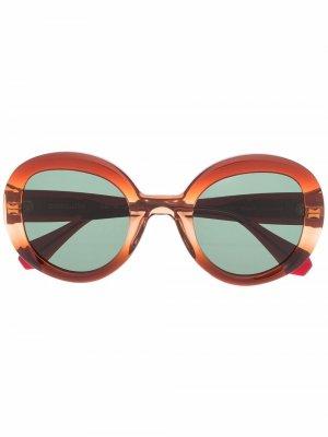 Солнцезащитные очки в массивной оправе GIGI STUDIOS. Цвет: коричневый