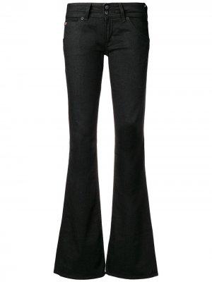 Расклешенные джинсы с низкой посадкой Hudson. Цвет: черный
