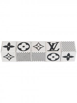 Набор магнитов 2011-го года с логотипом pre-owned Louis Vuitton. Цвет: серебристый