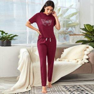 Домашний комплект брюки и футболка с принтом бабочки SHEIN. Цвет: бургундия