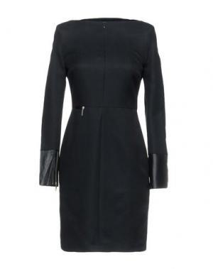 Короткое платье LEROCK. Цвет: черный