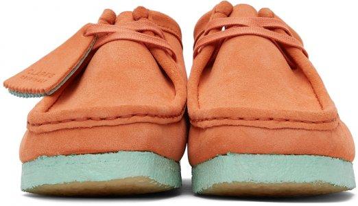 Orange & Blue Suede Wallabee Derbys Clarks Originals. Цвет: coral