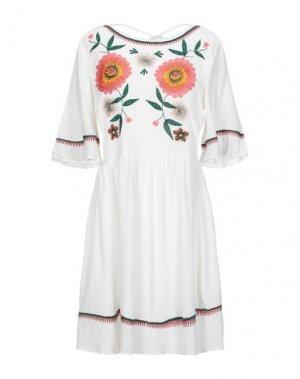 Короткое платье GLAMOUR. Цвет: белый