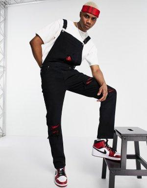 Джинсовый комбинезон черного цвета со рваной отделкой и красными заплатками из банданы -Черный цвет Liquor N Poker
