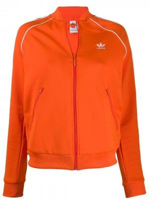 Куртка с контрастным логотипом adidas. Цвет: оранжевый