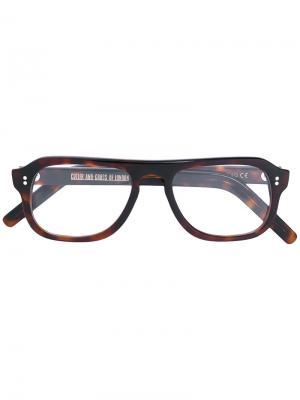 Очки в прямоугольной оправе Cutler & Gross. Цвет: коричневый