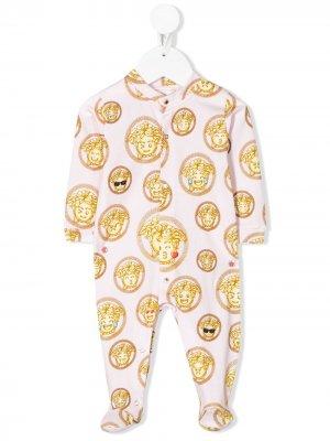 Пижама с принтом Medusa Emoji Young Versace. Цвет: розовый