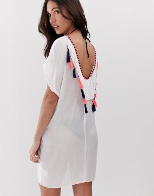 Пляжное платье с глубоким вырезом и кисточками Anmol. Цвет: белый