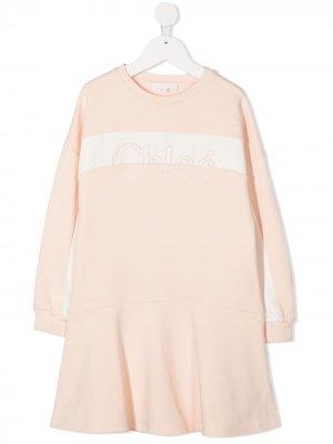 Расклешенное платье с вышитым логотипом Chloé Kids. Цвет: нейтральные цвета
