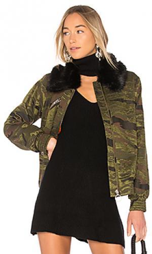 Камуфляжная куртка-бомбер 610 LPA. Цвет: зеленый