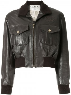 Куртка-бомбер с нашивкой CC Chanel Pre-Owned. Цвет: коричневый