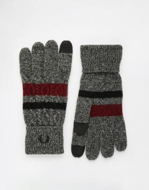 Перчатки для сенсорных гаджетов с узором косичка Fred Perry. Цвет: серый
