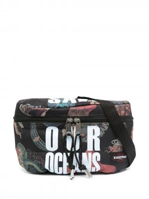 Поясная сумка Save our Oceans из коллаборации с Vivienne Westwood Eastpak. Цвет: черный