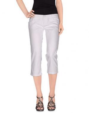 Джинсовые брюки-капри FRANKIE MORELLO. Цвет: белый