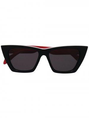 Солнцезащитные очки в оправе кошачий глаз с логотипом Alexander McQueen Eyewear. Цвет: черный