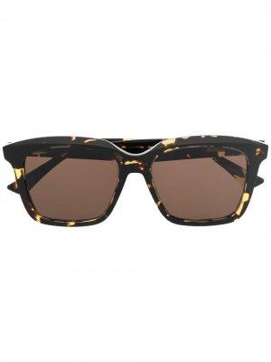 Солнцезащитные очки в квадратной оправе Bottega Veneta Eyewear. Цвет: коричневый
