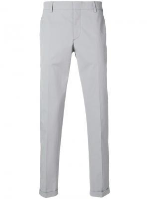 Классические брюки-чинос Prada. Цвет: серый