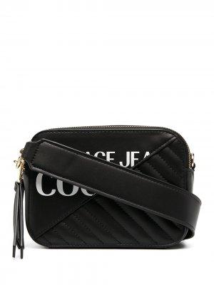 Сумка через плечо с металлическим логотипом Versace Jeans Couture. Цвет: черный