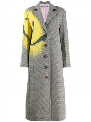 Пальто в ломаную клетку с эффектом разбрызганной раски Alexander Wang. Цвет: черный