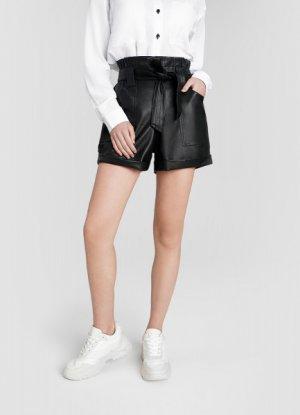 Кожаные шорты с поясом O`Stin. Цвет: черный