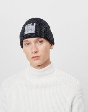 Черная шапка-бини с накладкой -Черный цвет Bershka