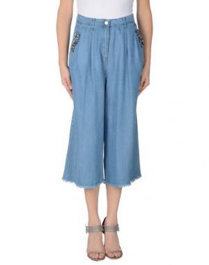Джинсовые брюки-капри MARIUCCIA. Цвет: синий