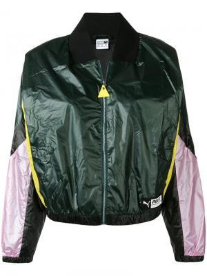 Укороченная куртка-бомбер Puma. Цвет: зеленый