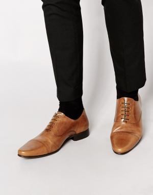 Светло-коричневые кожаные оксфордские туфли со вставкой на носке ASOS DESIGN. Цвет: рыжий