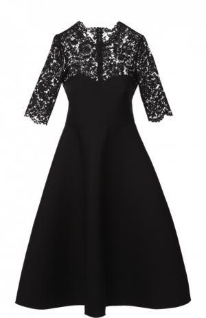 Приталенное платье с кружевным лифом и коротким рукавом Valentino. Цвет: чёрный