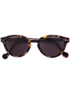 Солнцезащитные очки в оправе кошачий глаз Moncler. Цвет: коричневый