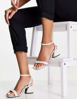 Белые сандалии на среднем каблуке с присборенной отделкой спереди Sally-Белый Miss Selfridge