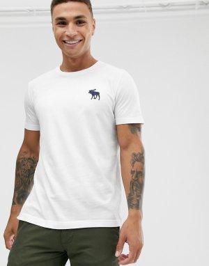 Белая футболка с круглым вырезом и логотипом Abercrombie & Fitch. Цвет: белый