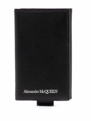 Ключница с гравировкой логотипа Alexander McQueen. Цвет: черный