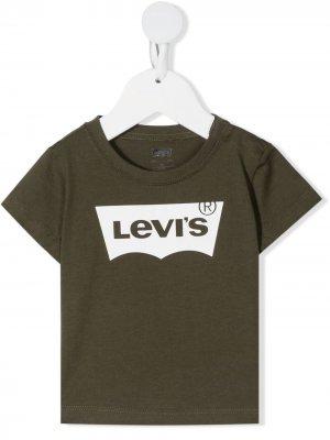 Levis Kids футболка с короткими рукавами и логотипом Levi's. Цвет: зеленый