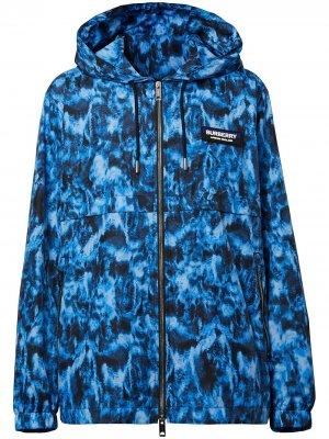 Куртка с капюшоном и принтом Burberry. Цвет: синий