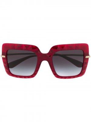 Солнцезащитные очки в массивной квадратной оправе Dolce & Gabbana Eyewear. Цвет: красный