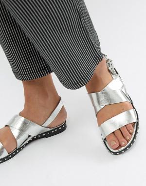 Серебристые сандалии с заклепками Sofie Schnoor. Цвет: серебряный