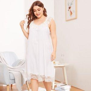 Размера плюс однотонное вечернее платье с контрастными кружевами SHEIN. Цвет: белые
